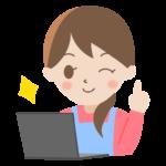パソコンと笑顔の主婦のイラスト